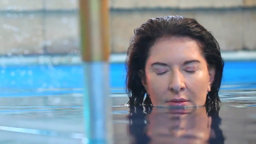 "Marina Abramovic bei den Dreharbeiten zu ""Rising"" © Making of Video Acute Arte, London"